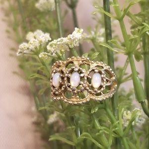 Vintage 18kt Gold Opal Filigree Ring